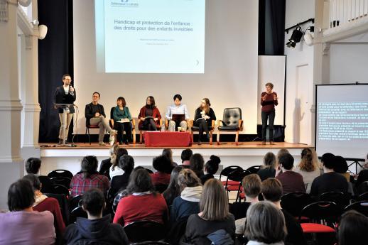 Nicolas Blanc présente les travaux du pôle Défense des enfants.