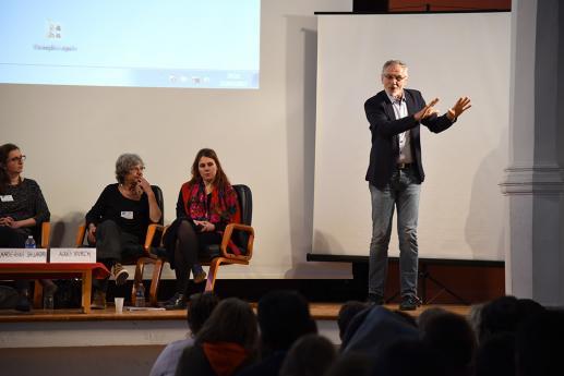 José Dobrzalovski, professeur certifié LSF, formateur didactique de la LSF, INS-HEA Suresnes, Université Paris8 et modérateur de la soirée