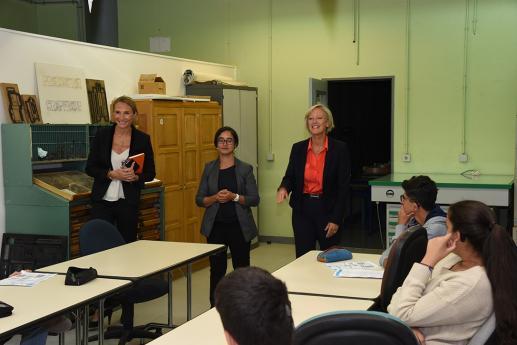 Mme Sophie Cluzel, Secrétaire d'Etat en charge des personnes handicapées, visite une classe des ateliers professionnels.