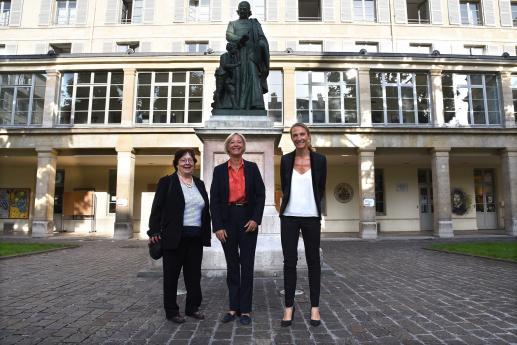 Sophie Cluzel, entourée d'Agnès Jeannet, Présidente du Conseil d'Administration de l'INJS, et d'Elodie Hémery, directrice de l'INJS de Paris.