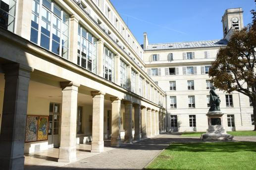 Galerie et cour d'honneur