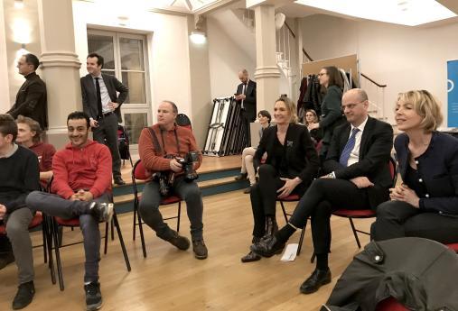 Mme Hémery en compagnie de Jean-Michel Blanquer et de la secrétaire générale de l'Office Franco-Allemand pour la Jeunesse au milieu des jeunes des trois pays