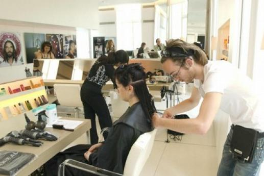 Les élèves de l'atelier coiffure de l'INJS lors d'un concours organisé chez L'Oréal.
